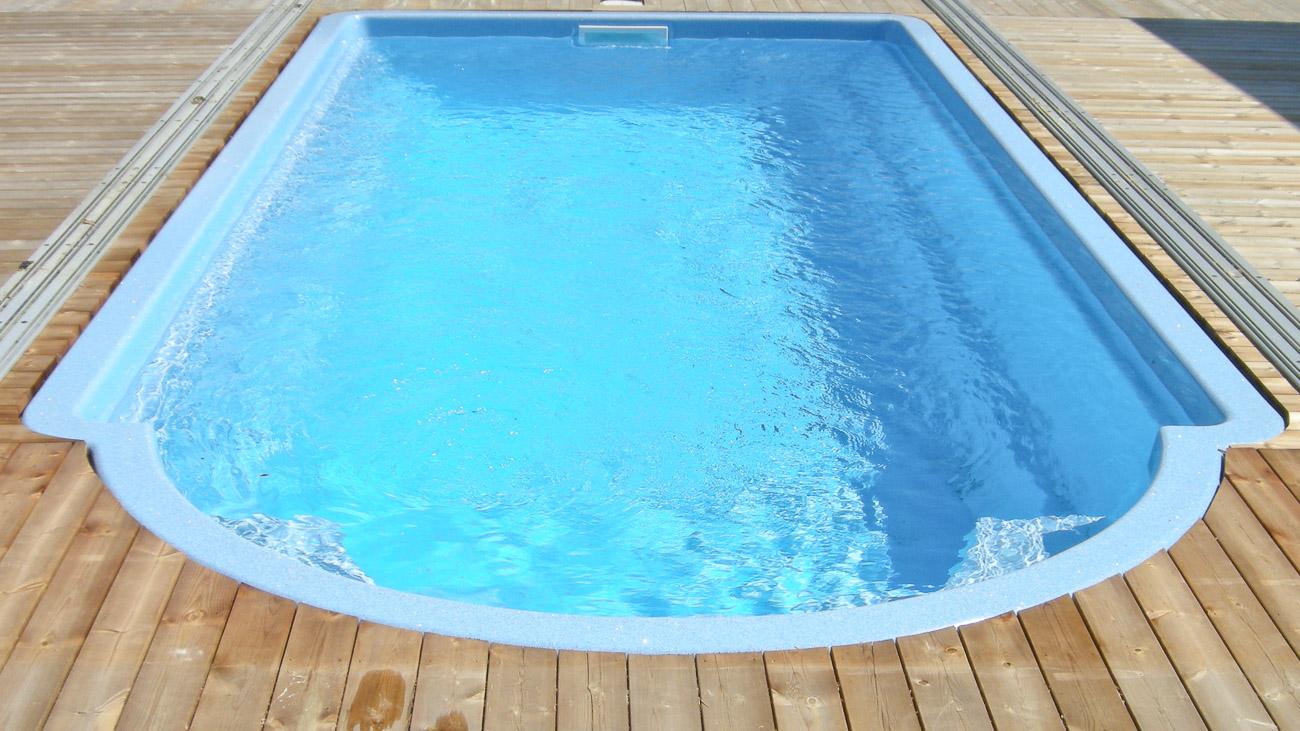 Poolen Villa från Spa o Bad, prisvärd pool med trappa på kortsidan och lång garanti