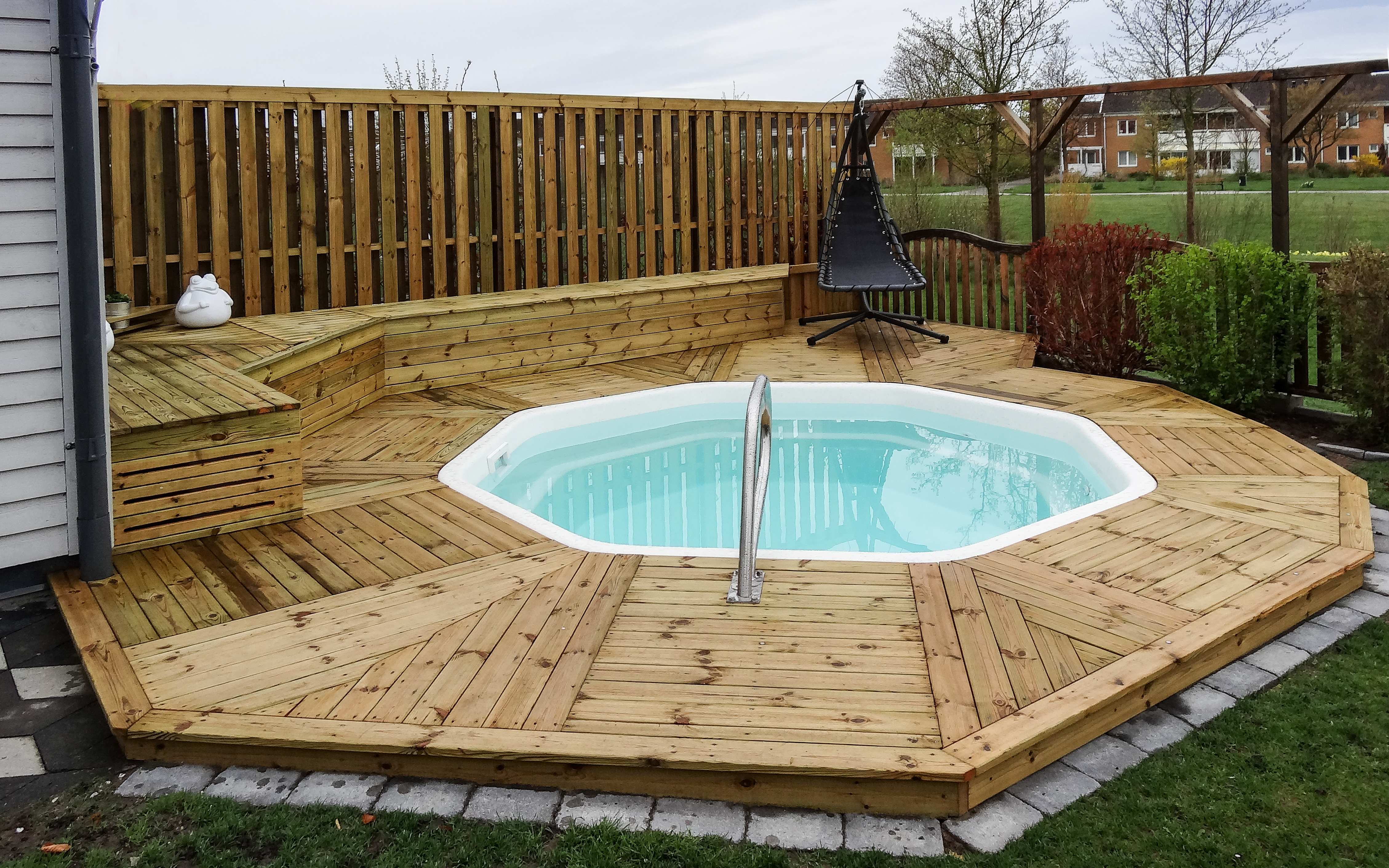 Oktagon Familypool - Liten pool - åttakantig pool - rund pool - omkringliggande trädäck