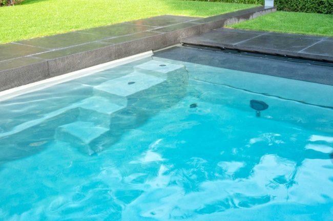 XL-Lounger glasfiber pool med trappa från Compasspools