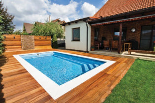 Glasfiberpool Brilliant med pooltrappa